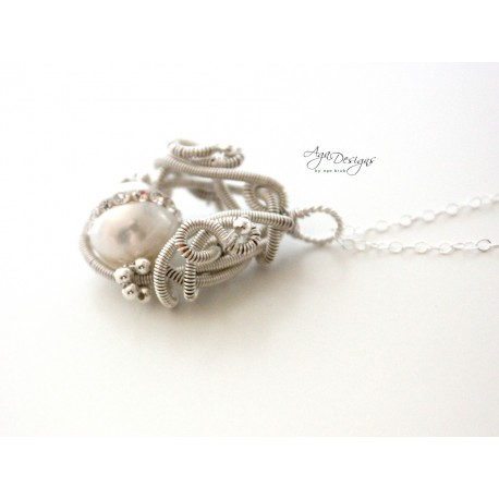 Pearl and Crystals Pendant